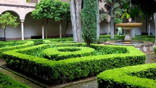 Krásné zahrady nedaleko Alhambry