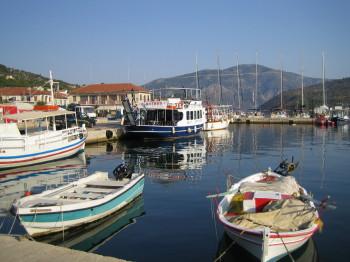 Přístav ve městě Vathy na ostrově Meganissi...