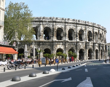 Arena v městě Nimes láká turisty nejvíce...
