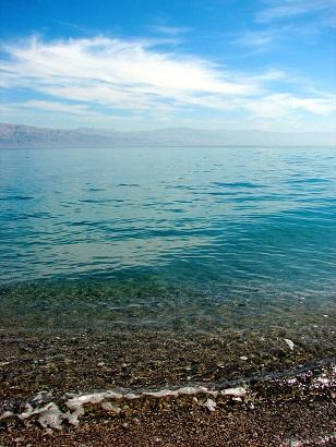 Mrtvé moře poměrně rychle vysychá...