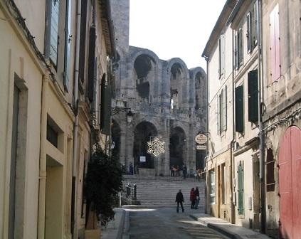 Pozůstatky divadla ve městě Arles určitě navštivte...